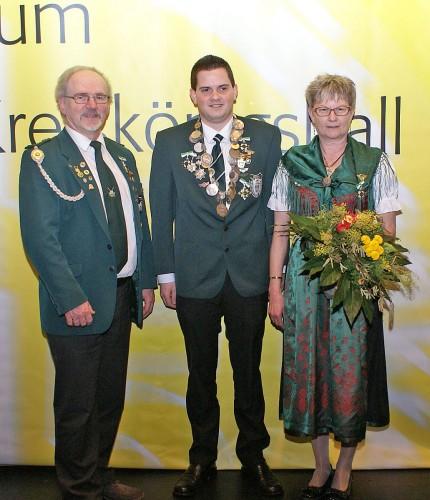 Kreisschützenkönig Rouven Stippinger (Mitte)